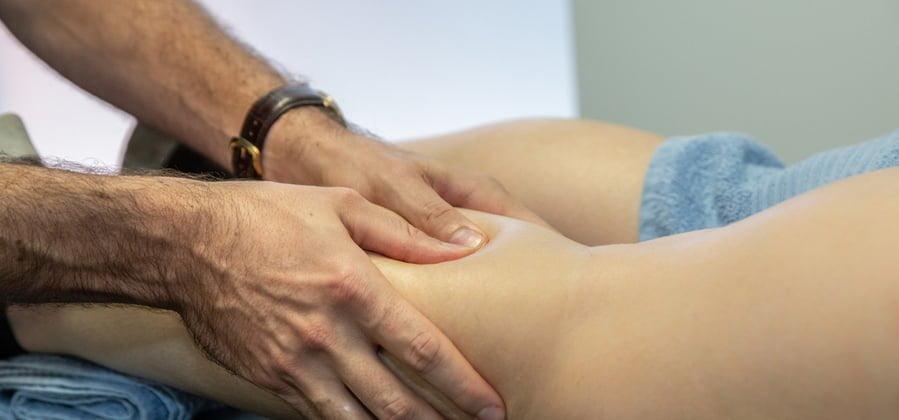 sports massage on the leg